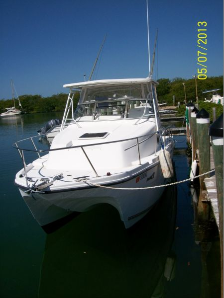 27ft ProKat w/walk around cuddy cabin Rental Boat