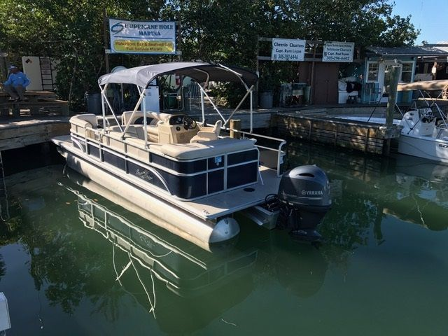 25ft Sunchaser Pontoon #1 Rental Boat