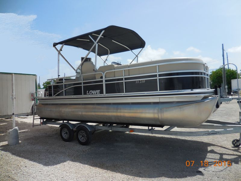 22ft Lowe Super Sport Pontoon Rental Boat